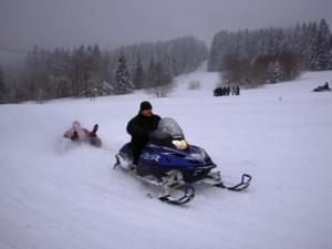 Sněžný skútr - zimní atrakce k pronájmu
