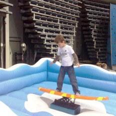 surf simulátor zábavná atrakce pro děti